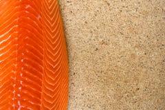 Leiste von rohen Lachsen stockbilder