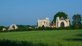 LEISTON, SUFFOLK/UK - 25 DE MAYO: Las ruinas de la abadía de Leiston en leus Fotografía de archivo libre de regalías