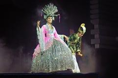 Leistung der Schauspieler auf Stadium Alcazar-Thailand-Kabarettshow Stockbilder