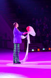 Leistung des Clowns Moskau-Zirkusses auf Eis auf Ausflug Stockbilder