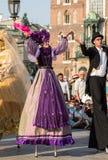 Leistung des Tanz-Festzuges führte byThe Kiew-Straße Theater-Höhepunkte an der 31. Straße - internationales Festival der Straße T Stockfotografie