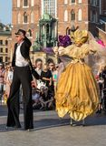 Leistung des Tanz-Festzuges führte byThe Kiew-Straße Theater-Höhepunkte an der 31. Straße - internationales Festival der Straße T Lizenzfreie Stockbilder