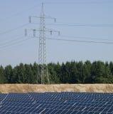 Leistung Pole, Sonnenkollektoren Lizenzfreie Stockbilder
