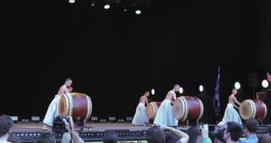 Leistung von japanischen Schlagzeugern stock video