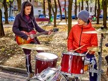 Leistung von Straßenmusikern Stockfoto