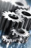 Leistunggänge gegen blauen Stahl stockfotografie