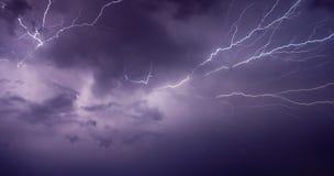 Leistungsfähige Blitz-Schraube Stockfotografie