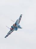 Leistungsfähige Flugzeuge Su-27 im Flug Stockbilder