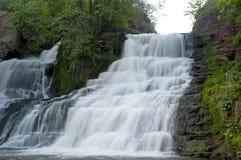 Leistungsfähiger Wasserfall Lizenzfreie Stockfotos