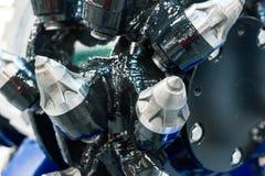 Leistungsfähiges Bohrgerät Schrauben Sie das Bohrgerät, ausgerüstet mit Karbid-gespitzten Elementen und den Zähnen lizenzfreies stockbild