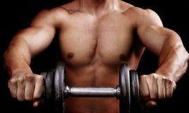 Leistungsfähiges muskulöses Mannholding-Trainingsgewicht lizenzfreies stockbild