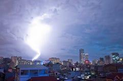 Leistungsfähiges Schlagen des Blitzes Stockfotografie