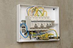 Leistungsschalter in einem Plastikkasten Stockbild