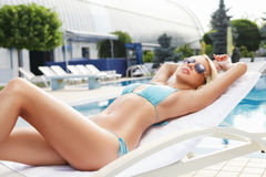 Leisure time. Beautiful young women in sunglasses lying on the d Stock Photo
