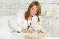 Leisure - woman reading a book Stock Images