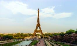 Leitartikel, am 13. Mai 2016: Paris, Frankreich Eiffelturmsonnenuntergang konkurrieren Lizenzfreie Stockbilder