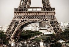 Leitartikel, am 13. Mai 2016: Paris, Frankreich Eiffelturmsonnenuntergang konkurrieren Stockfoto