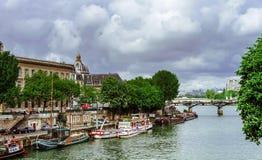 Leitartikel, am 13. Mai 2016: Paris, Frankreich Traditionelles Paris-stree Stockfotografie