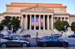 Leitartikel: Washington DC, USA - 10. November 2017 Die Archive der Vereinigten Staaten von Amerika morgens mit blauem Himmel stockbilder