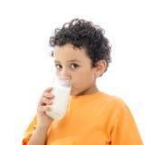 Leite bebendo de Little Boy fotografia de stock royalty free