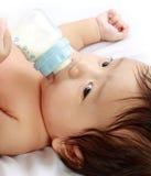 Leite bebendo do bebê Imagem de Stock
