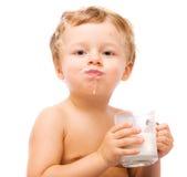 Leite bebendo do menino Fotografia de Stock