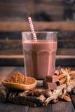 Leite de chocolate no vidro foto de stock royalty free