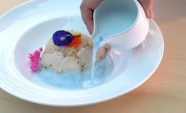 Leite de coco da galinha com sopa de ervilha da borboleta Imagens de Stock Royalty Free