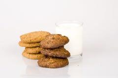 Leite e biscoito Imagens de Stock Royalty Free