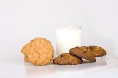 Leite e biscoito Foto de Stock Royalty Free
