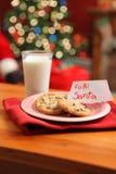 Leite e bolinhos para Santa Fotos de Stock