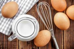 Leite e ovos fotografia de stock