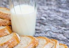 Leite e pão Imagens de Stock Royalty Free