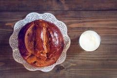Leite e pão em uma tabela Imagem de Stock