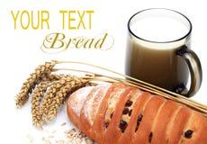 Leite e pão frescos Fotografia de Stock