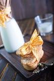 Leite fresco com cookies Imagem de Stock Royalty Free