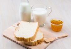 Leite, pão e doce Imagem de Stock Royalty Free