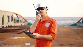 Leitender Beamter auf Schiffsdeck oder Schiff mit Checkliste stock video footage