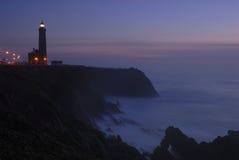 Leitendes Leuchtfeuer von einem Leuchtturm Lizenzfreie Stockfotografie
