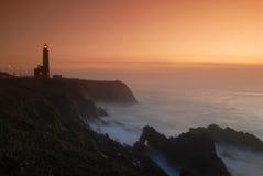Leitendes Leuchtfeuer von einem Leuchtturm Stockfoto