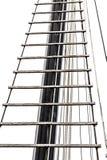 Leiter auf dem Mast lokalisiert auf Weiß Lizenzfreie Stockfotos