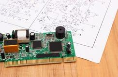 Leiterplatte und Diagramm von Elektronik, Technologie Lizenzfreies Stockfoto