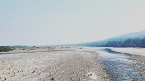 Leito fluvial durante invernos Fotos de Stock Royalty Free