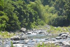 Leito fluvial situado em Ruparan barangay, cidade de Ruparan de Digos, Davao del Sur, Filipinas imagem de stock