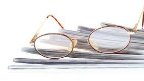 Leitor do eBook dos vidros isolado no branco Fotos de Stock Royalty Free