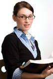 Leitura confiável da mulher ou do contabilista de negócio Fotos de Stock Royalty Free
