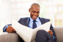 Leitura corporativa do trabalhador Fotos de Stock Royalty Free
