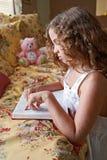 Leitura da Bíblia da cabeceira Foto de Stock