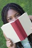 Leitura da menina Foto de Stock Royalty Free