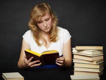 Leitura da noite da ficção Fotografia de Stock